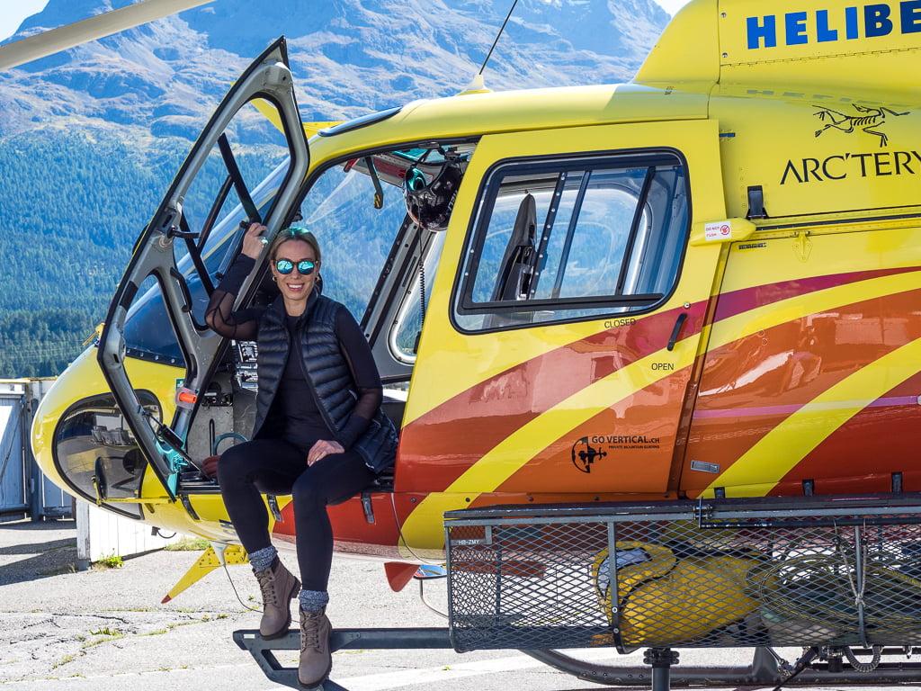 Lot helikopterem nad lodowcami i górami Engadine w Szwajcarii
